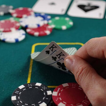 Can You Learn to Play From Poker Schools and Courses in Canada?